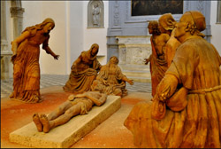 RENAISSANCE IN NAPLES - Lamentation over the Dead Christ by Guido Mazzoni: 8 statues in terracotta. Scholars say that the first figure on the left represents the king Alphonse II