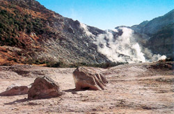 Vesuvius and Solfatara tour - Solfatara Volcano: it is a dormant volcano, which still emits jets of steam with sulphurous fumes